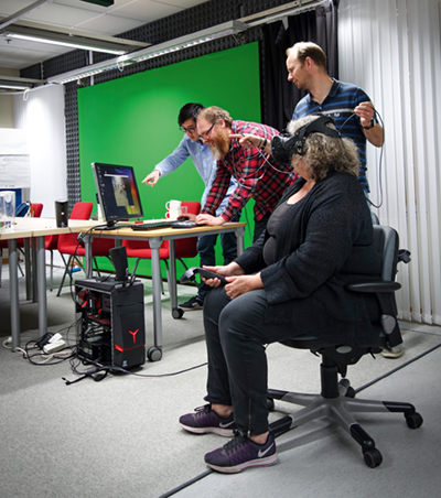Elisabeth Dalholm Hornyansky, Rikard Lundstedt, Mattias Wallergård, Andy Tang in the VR-lab. Photo:Erik Andersson